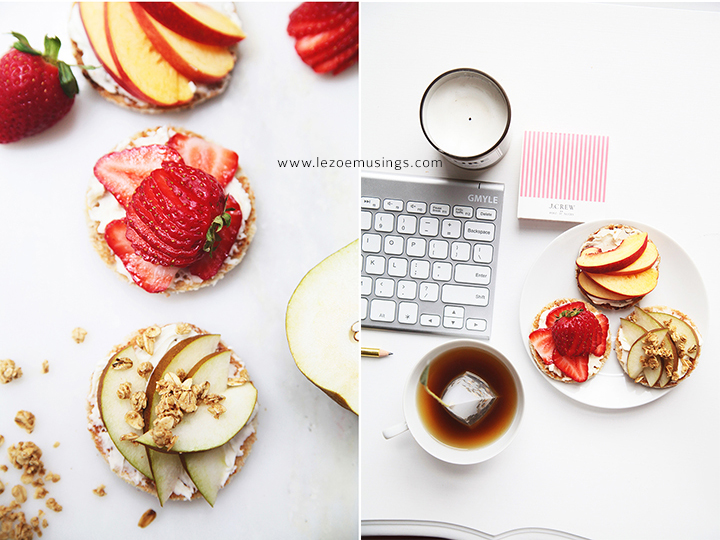 Toast, mascarpone, and fruits by Le Zoe Musings