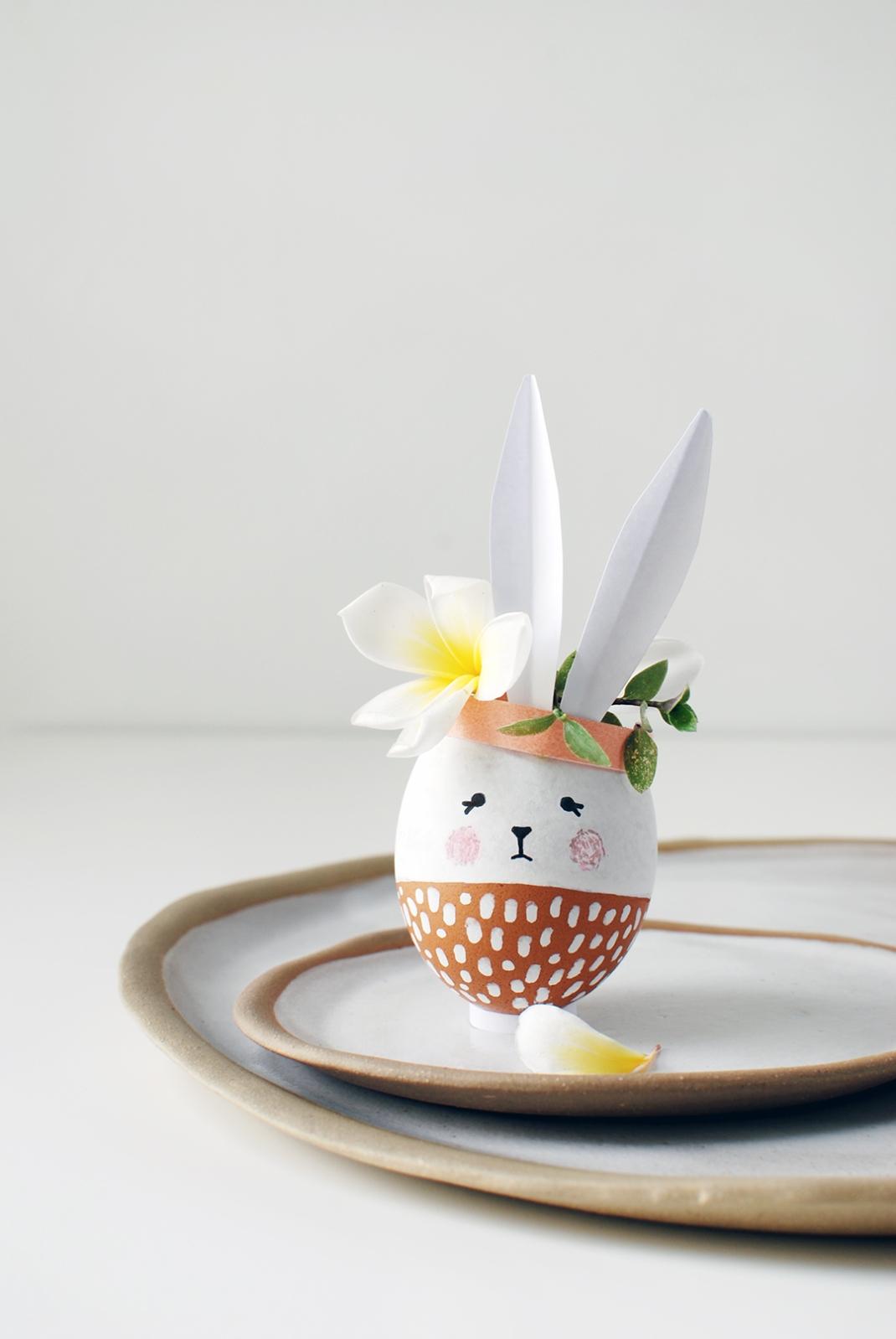 Easter-Bunny-Vases-from-egg-shells-4