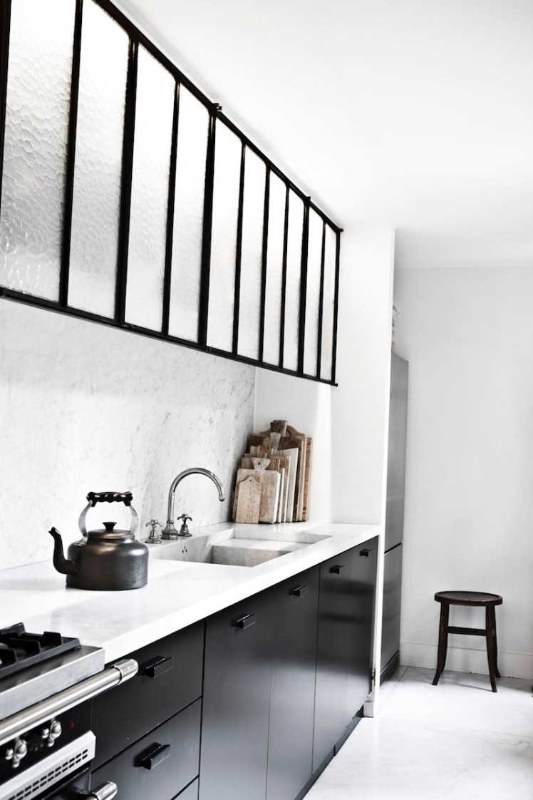 black-and-white-modern-kitchen-photo-karel-balas-milk