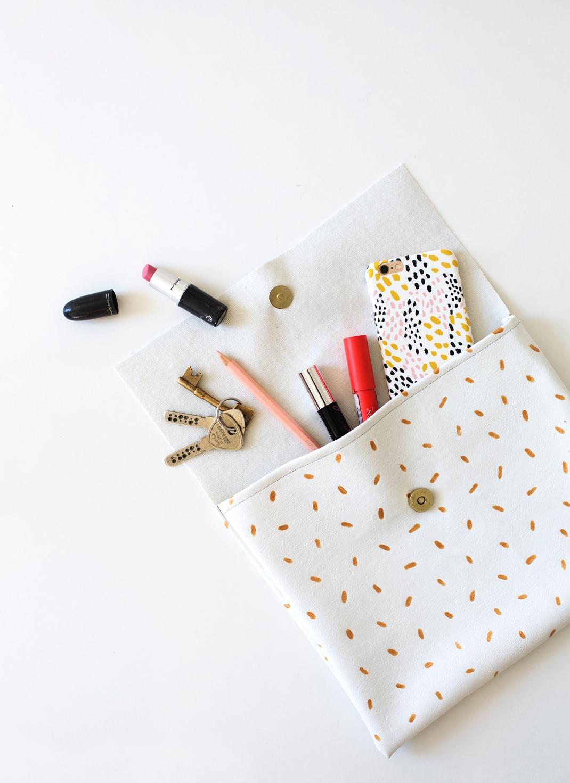 DIY-metallic-pattern-clutch-easy-fashion-crafts-