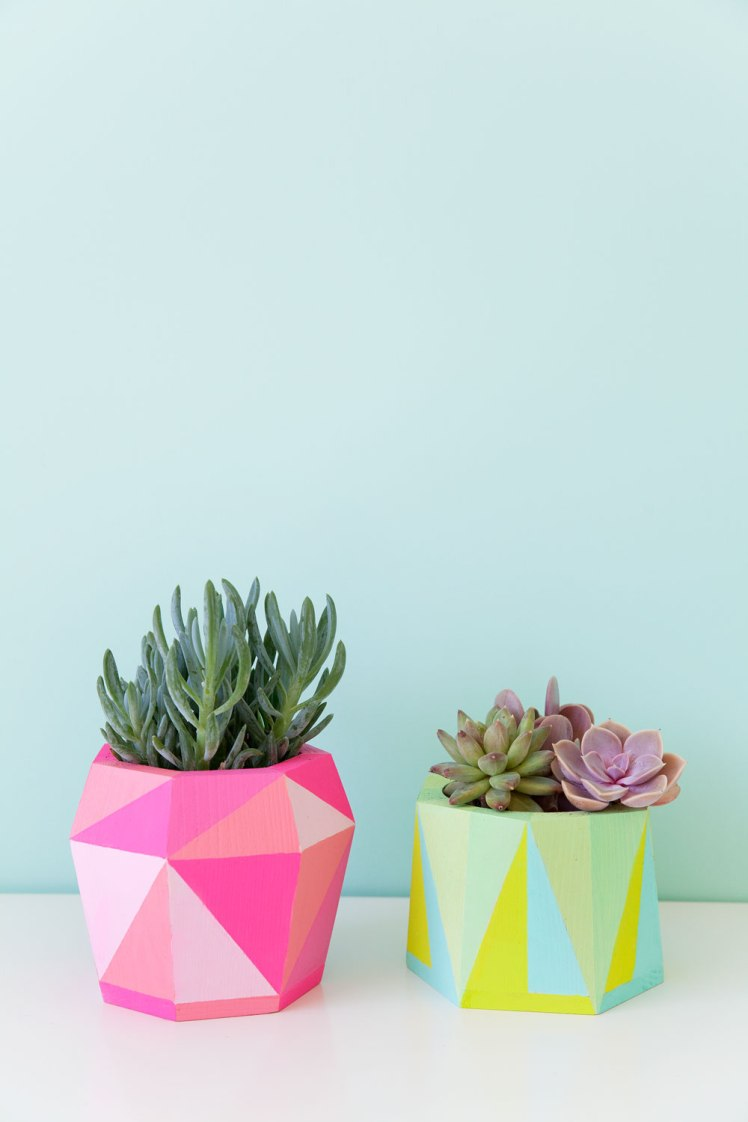 DIY-painted-geo-pots-an-easy-DIY-that-is-colorful-and-fun